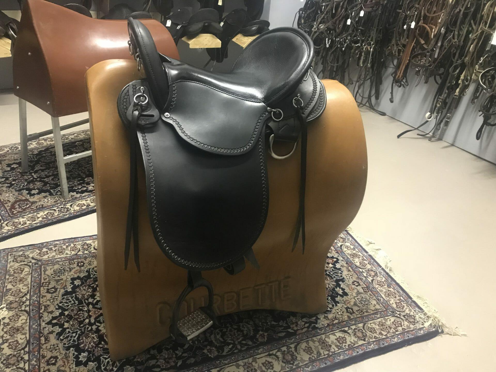 1376 Dixie Land Endurance Saddle - The Trainer's Loft